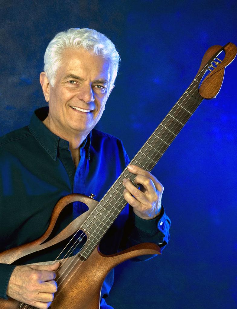 Peter Horton mit seiner Avalon-Paradis Gitarre. Ein Sondermodell mit unbeschreiblichem Klangspektrum